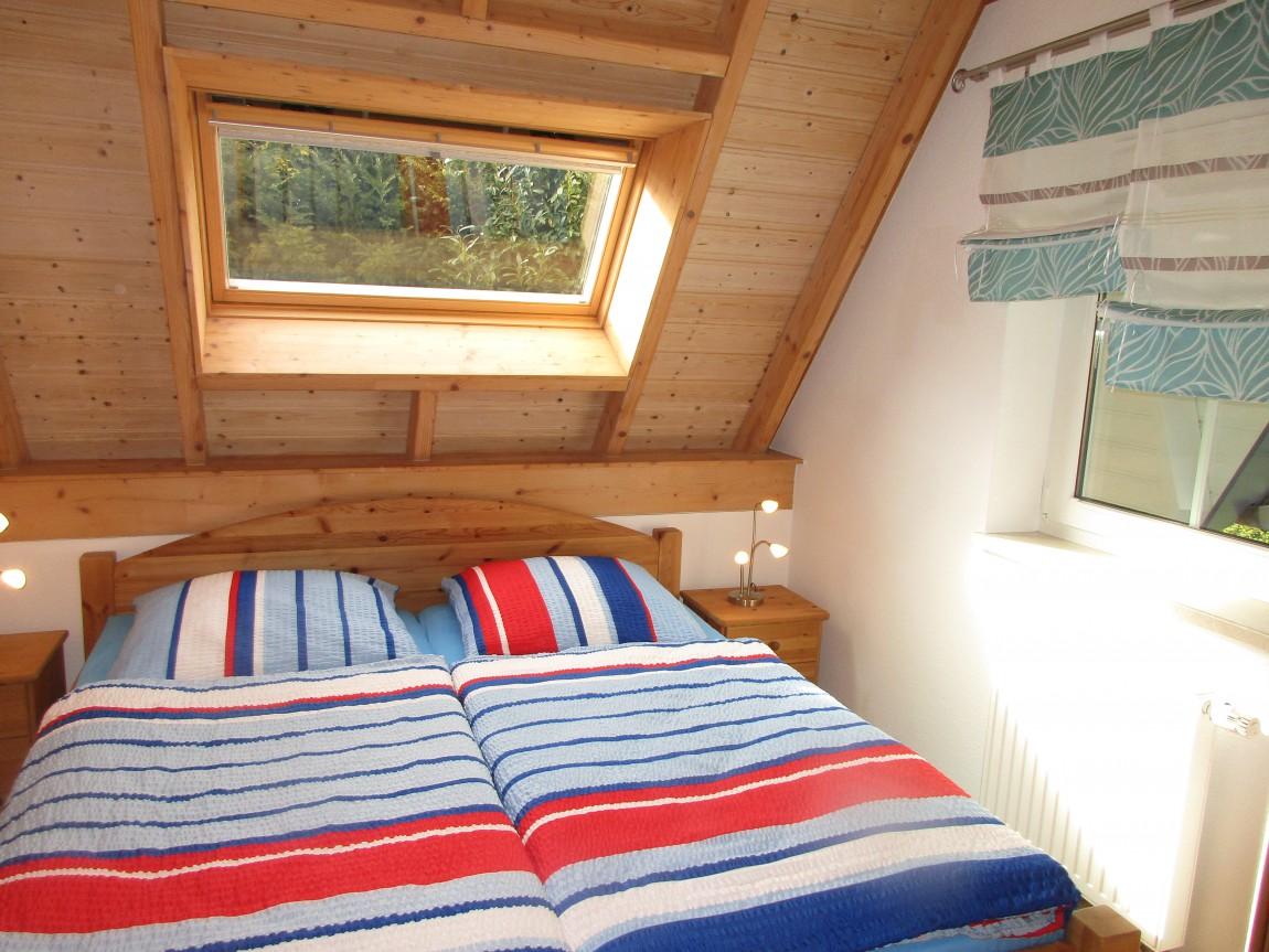 Das Schlafzimmer im EG mit Doppelbett