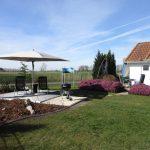 Ferienhaus Dodegge Garten mit Sonnenterrasse