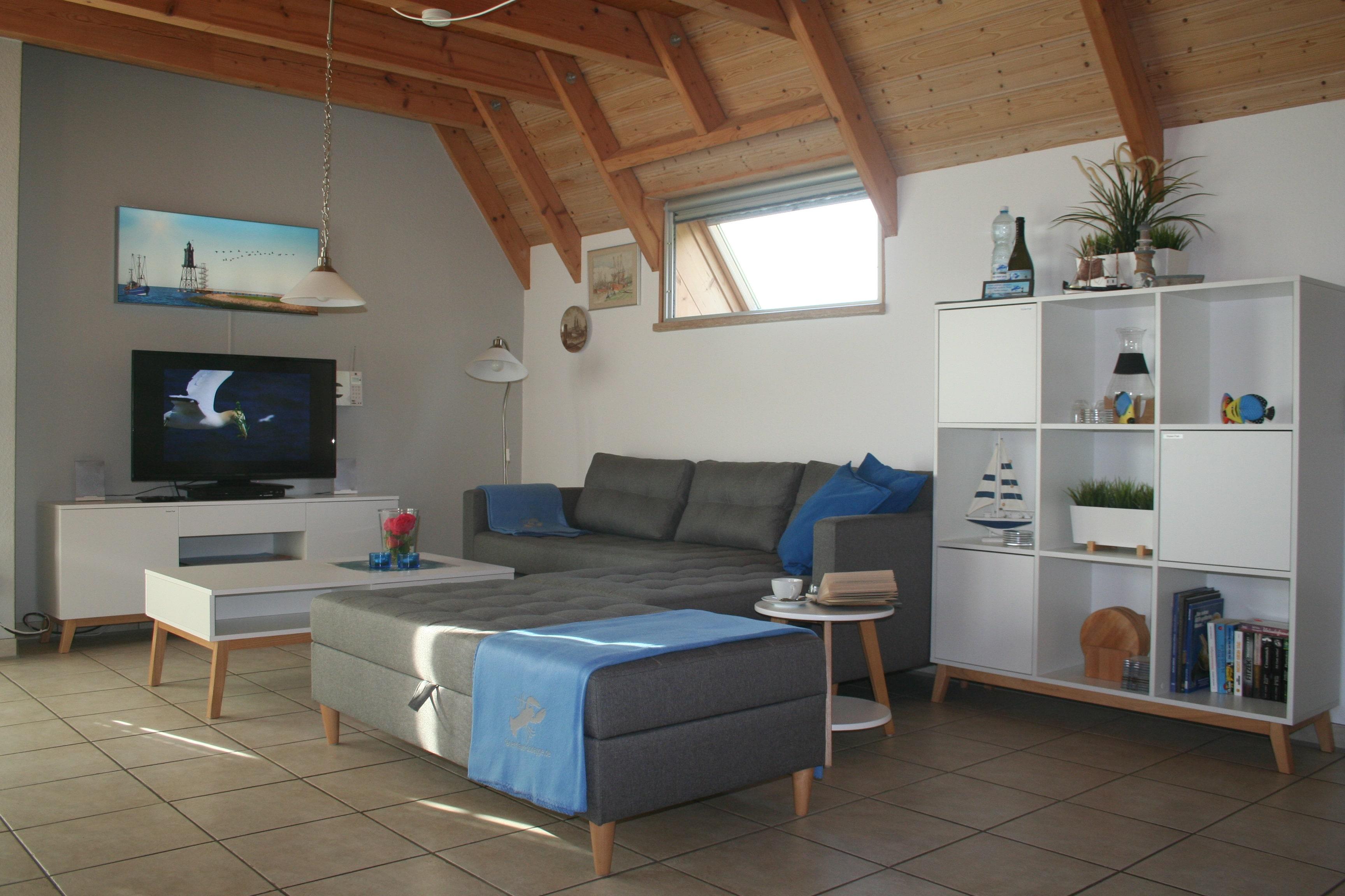 """Wohnzimmer mit Wohnlandschaft und 42"""" TV"""