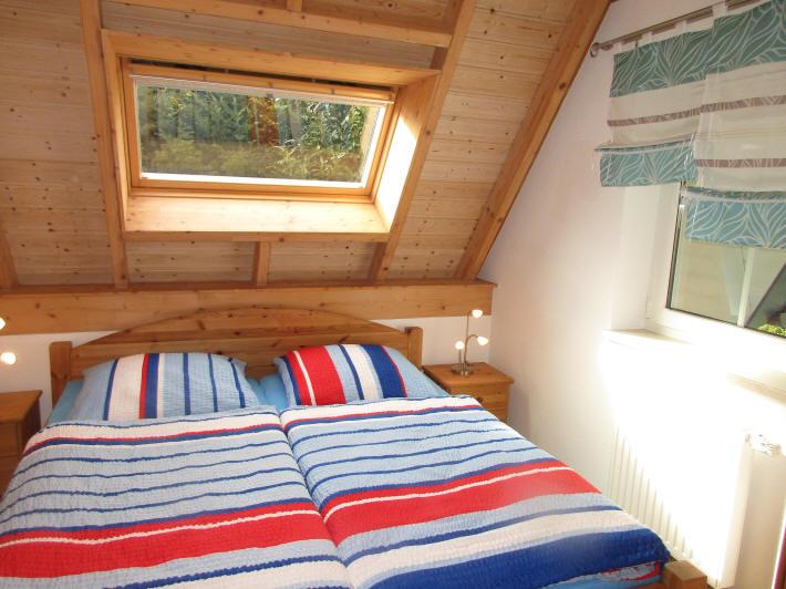 Schlafzimmer im EG mit Doppelbett 180x200 cm