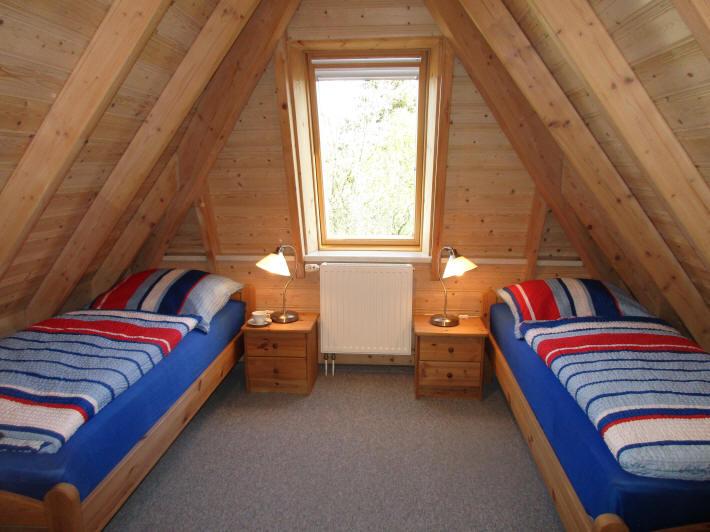 2. Schlafzimmer im OG mit je zwei Einzelbetten 90x200 cm